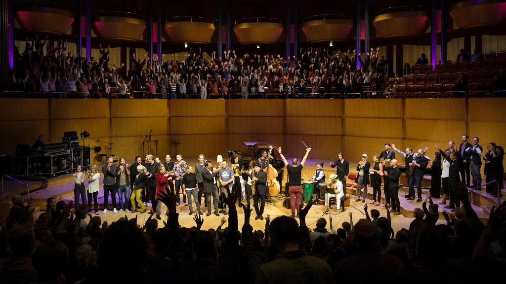 Standing Ovations in der ausverkauften Kölner Philharmonie