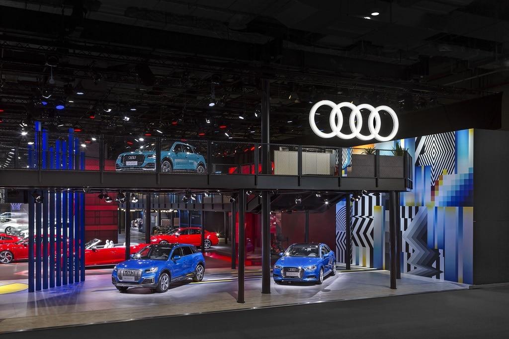 Seitlicher Blick auf die High Line auf dem Audi-Messestand