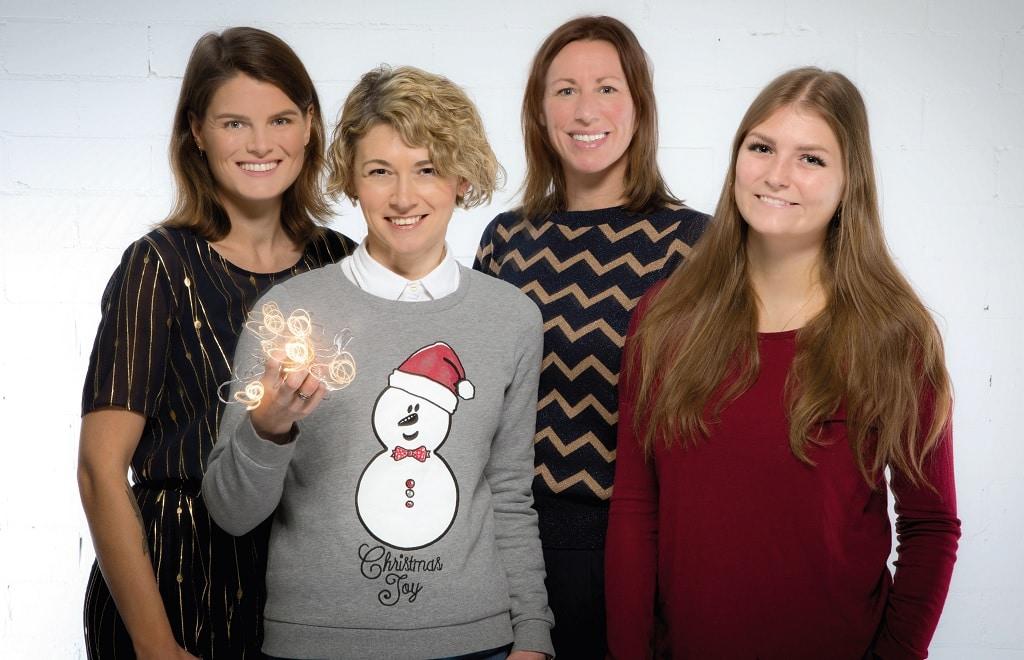 Frohe Weihnachten und einen guten Rutsch wünscht das EVENT PARTNER Team (v.l.): Anna Habenicht, Martina Courth, Lea Wegerhoff und Marina Dedy