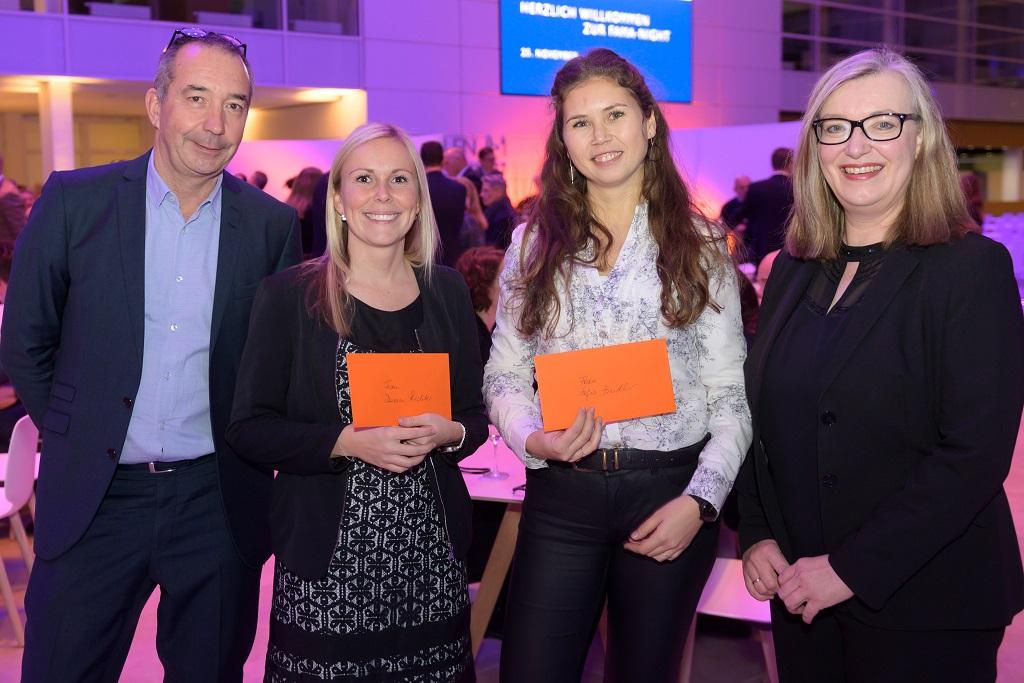Preisverleihung für den Messe-Impuls-Preis (von links): Hans-Joachim Erbel, Vorstandsvorsitzender FAMA, Doreen Richter (2. Preis), Sofia Zindler (1. Preis) und Carola Schwennsen, stellvertretende Vorsitzende FAMA