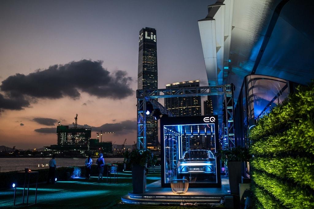 EQ Night in Hongkong mit einem atemberaubenden Blick auf die Skyline der Stadt