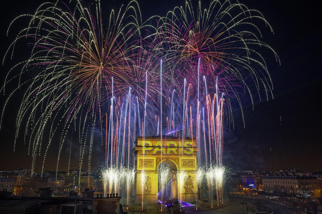 Silvesterfeuerwerk am Arc de triomphe