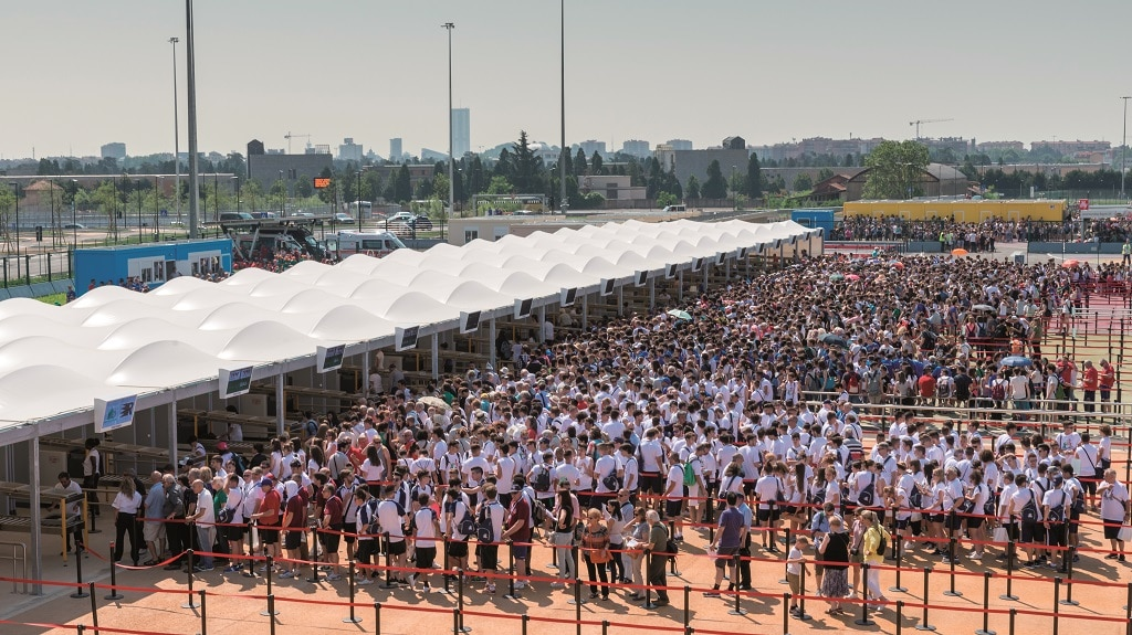 Crowd Managament Einlass Menschenmenge