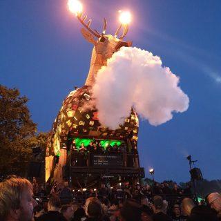 Aufwändiger Sonderbau: der Jägermeister-Hirsch auf Festival-Tour