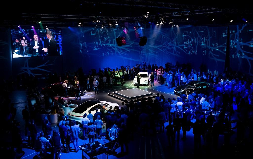 Autopräsentation Porsche Taycan in der Messe Karlsruhe von Eventagentur PINK Event Service