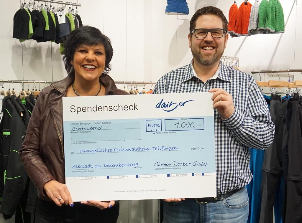 Scheckuebergabe_Spendenaktion_Waldheim