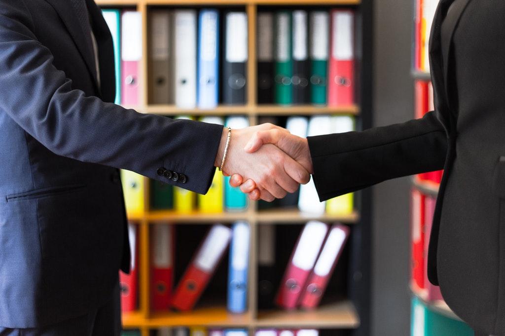Handschlag-Vertrag-Abmachung-Einigung