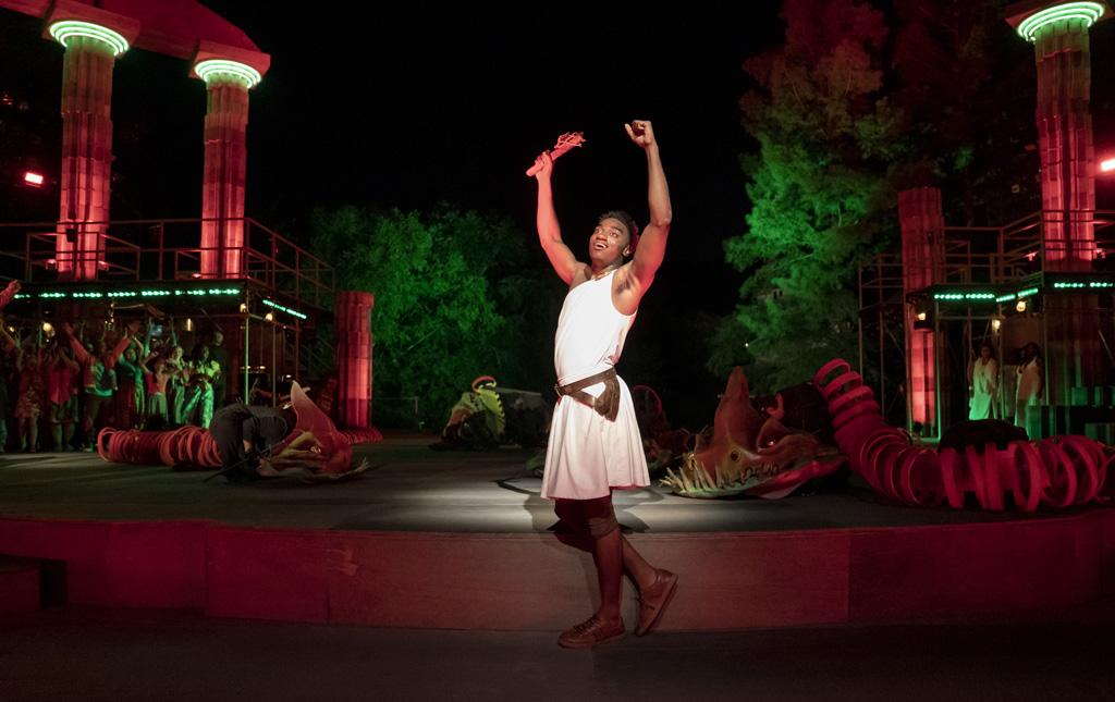 Bühne mit Hercules im Fokus