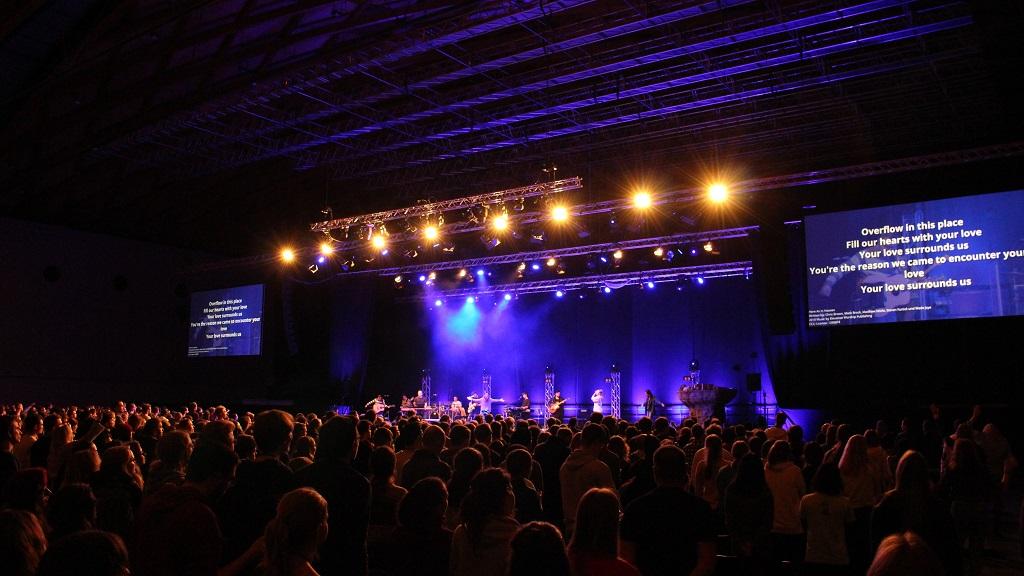 Pink Event Service - REVIVE Kongress Messe Karlsruhe mit Veranstaltungstechnik und Bühnenbau