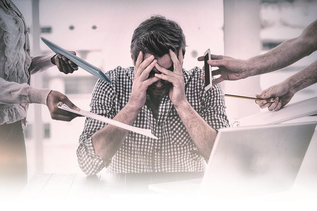 Stress-Zweifel-Arbeit-Büro-Überforderung