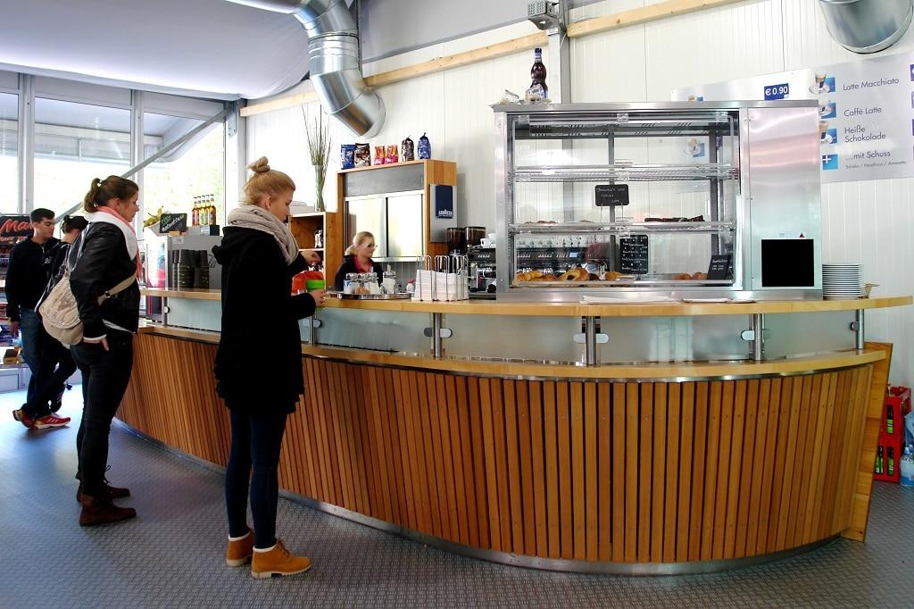 Restaurants und Kantinen werden schlüsselfertig, auf Wunsch auch möbliert, an die Auftraggeber übergeben.