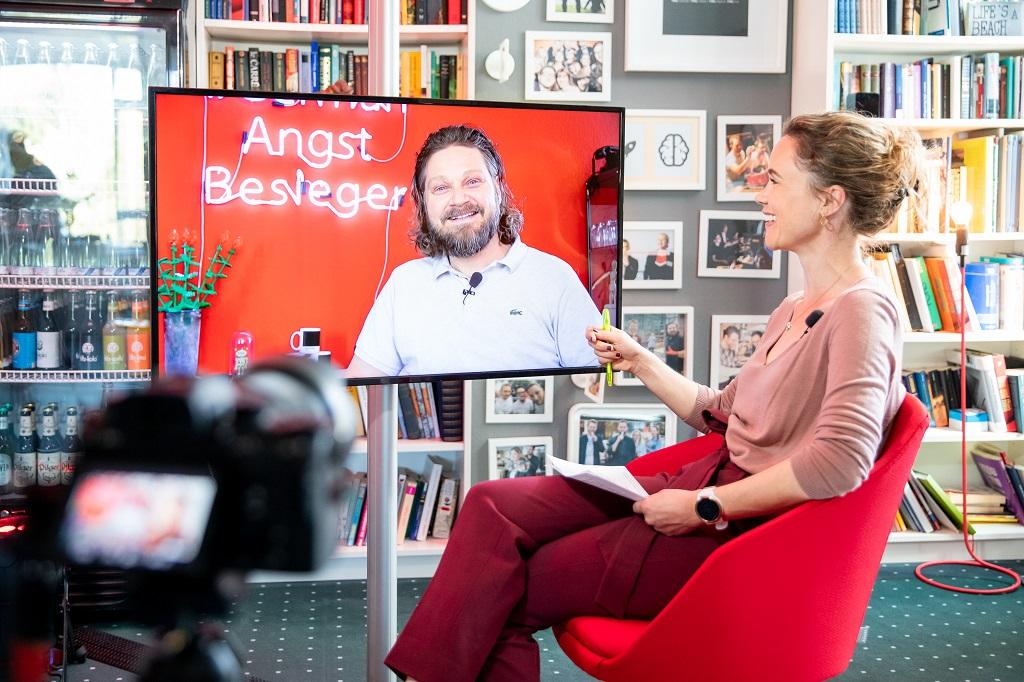 TMC LiveTalk TMC Geschäftsführer Mirco Welsing und die Moderatorin Jule Ures