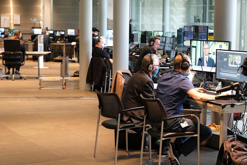 Mehrere Techniker sorgten für die störungsfreie Übertragung der Hauptversammlung der Bayer AG.