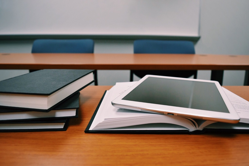 Studium_Bücher_Tablet