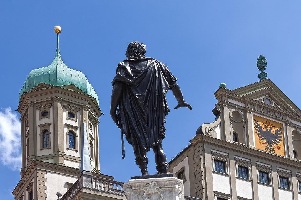 Augsburg_Rathaus_Statue