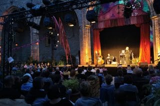 Pandemistisches Gartentheater im Sommer 2020 in der Barfüßerkirche Erfurt, unterstützt durch N&M-Technik.
