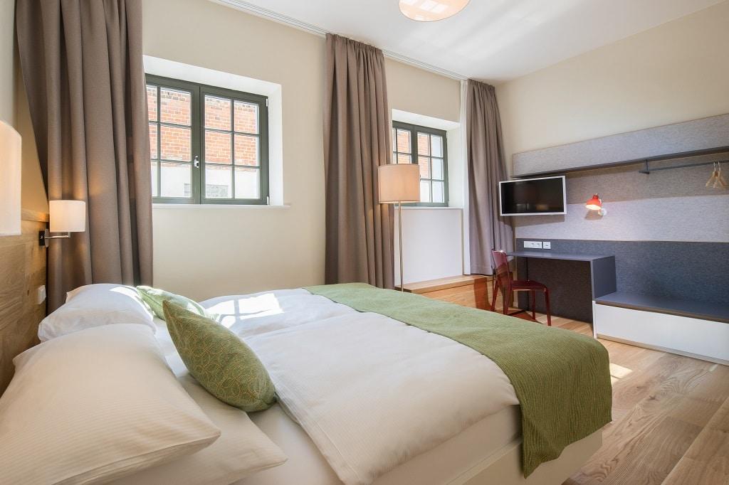 Beispiel Doppelzimmer: modern eingerichtet und bis zu 24 m² groß