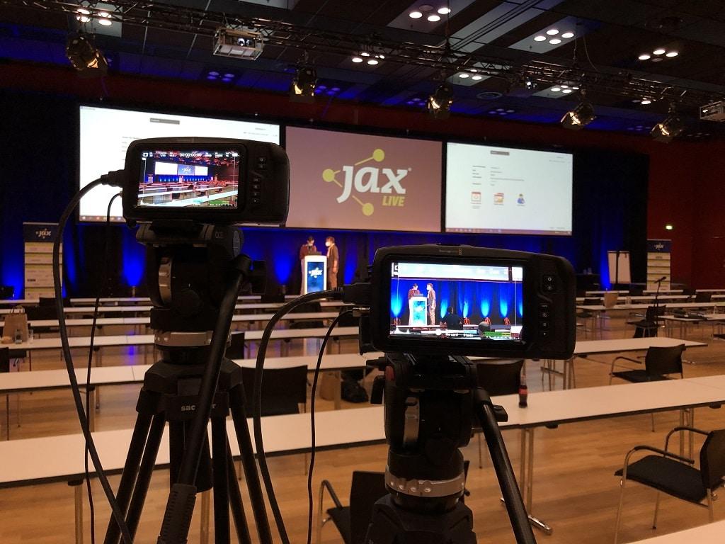 Passend zum Hybrid-Konzept standen digitale Übertragungstechniken im Fokus der diesjährigen JAX.
