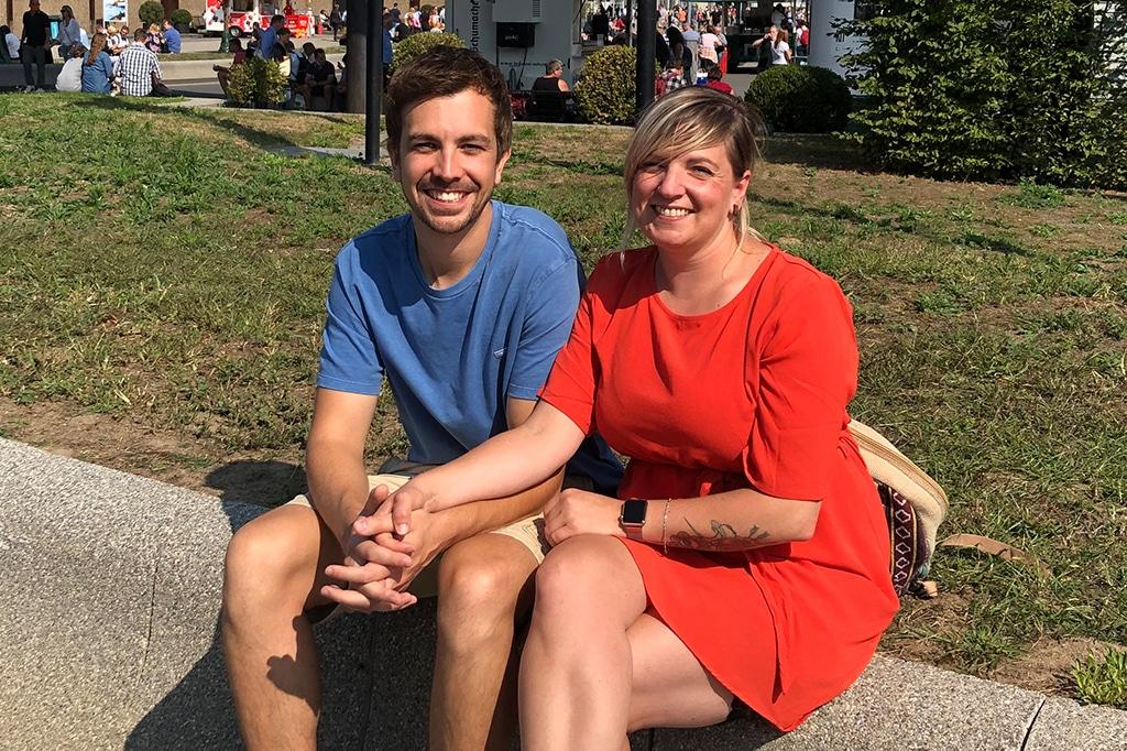 Besucher Annika Nell und Alexander Larzarowki aus Siegen