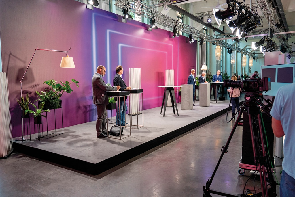 Auf der Hauptbühne des ÖV-Symposiums trafen sich namhafte Gäste zur digitalen Einweihungsfeier.