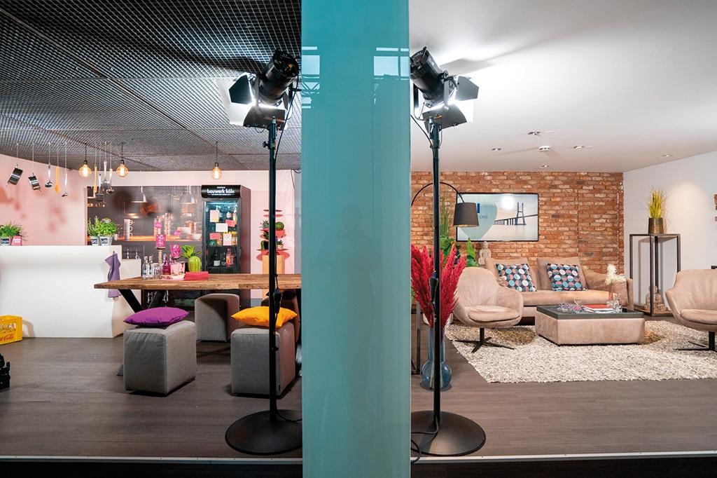 Die Küche (l.) symbolisierte den Dialog mit dem Bürger, das Wohnzimmer u.a. die elektronische Verwaltungsarbeit.