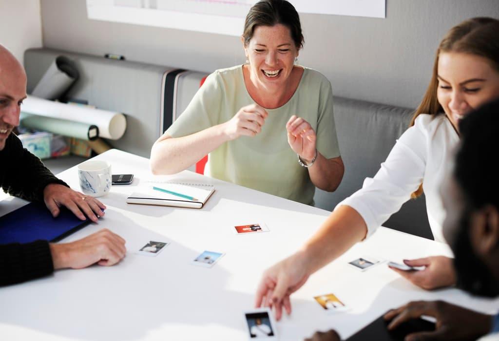 Gruppe-Workshop-Team-Seminar-Meeting-kreativ