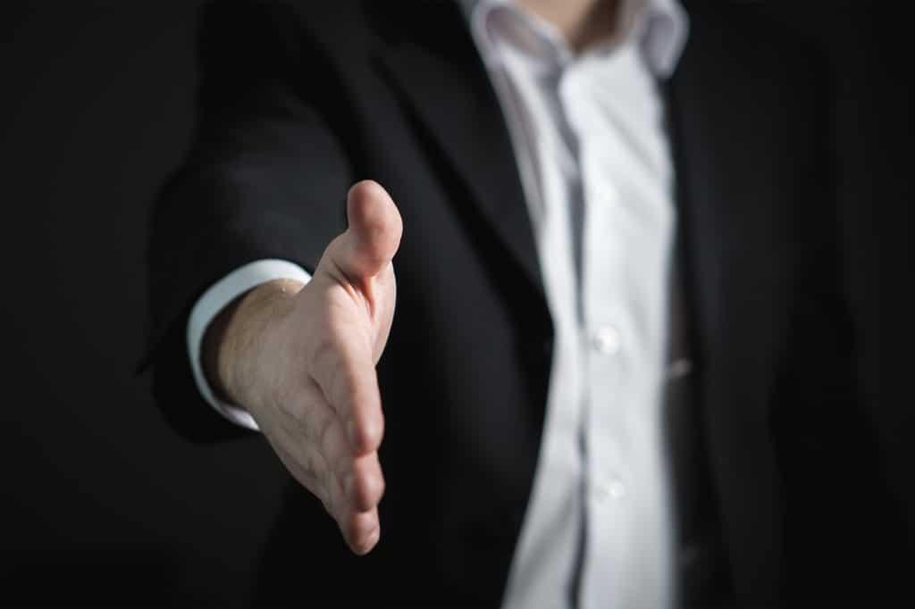 Hand-Handschlag-Geschäft-Sponsor
