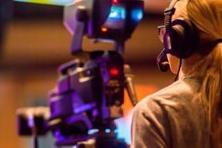 Streaming-Kamerafrau-Kamera-Aufzeichnen-Studio