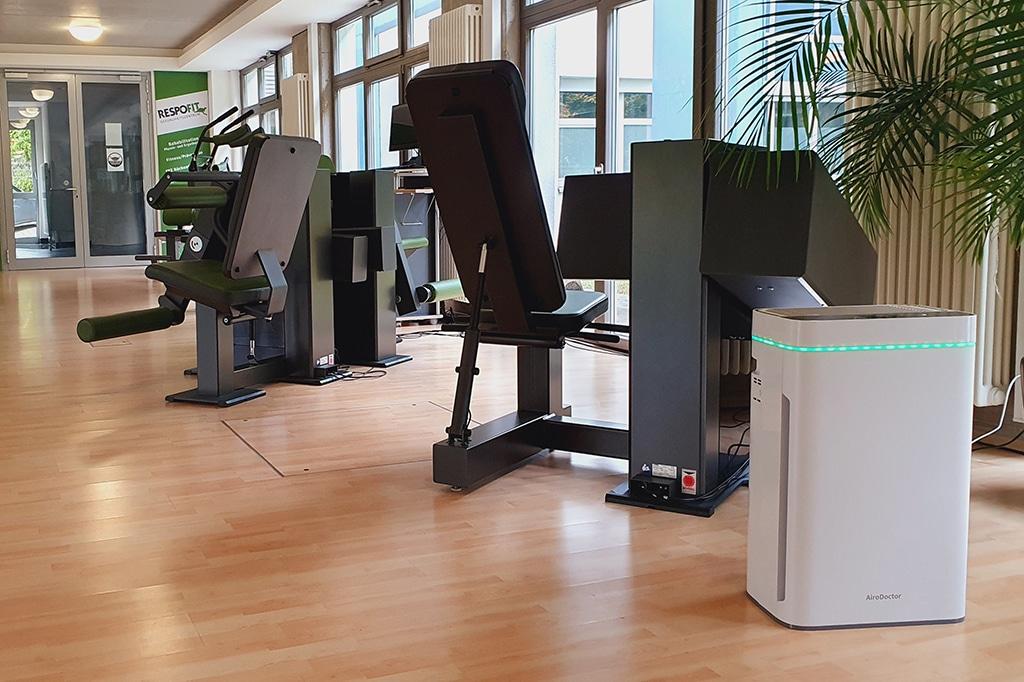 Im Respofit Gesundheitszentrum in Geislingen sind fünf AiroDoctor-Geräte in Kursräumen, auf der Trainingsfläche und in den Umkleiden im Einsatz.