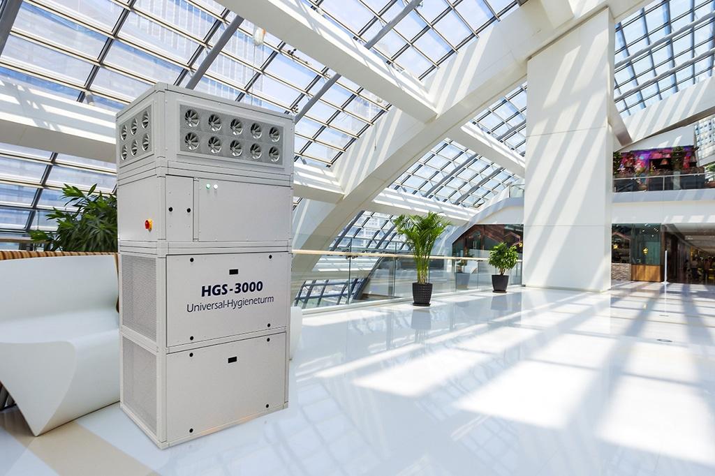 Der Hygieneturm LH HGS 3000 im Vertrieb von Steinicke ist für große Räumlichkeiten wie Foyers, Einkaufszenten oder Messe- und Produktionshallen vorgesehen.