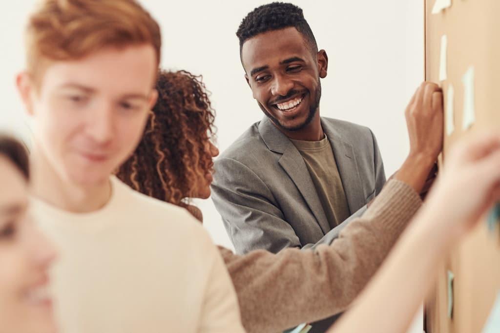 Team-Gruppe-Zusammen-kreativ-Arbeit-partizipativ