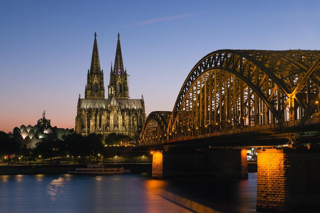 Dom und Hohenzollerbrücke Dämmerung
