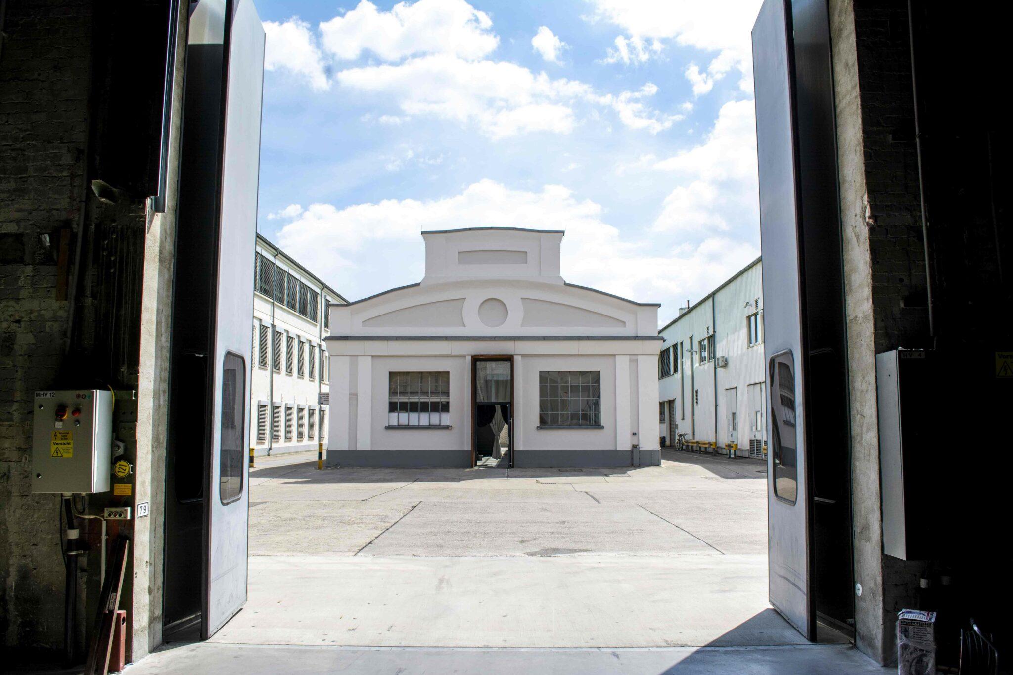 Auktionshaus vis-à-vis der Halle 45