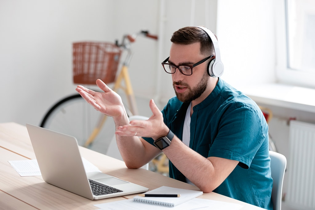 Home-Office-Laptop-PC-Digital-Event-Meeting-Workshop-Telefonieren