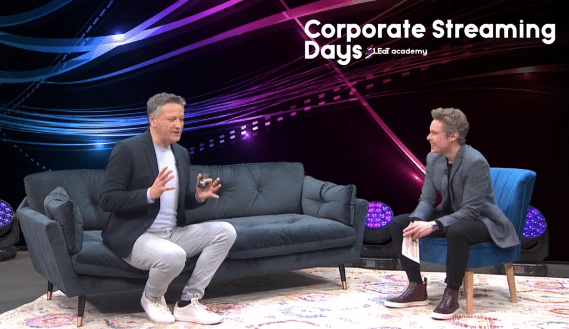 Cristián Gálvez (l.) erklärte bei den Corporate Streaming Days, wie man (sich) als Redner online richtig präsentiert.