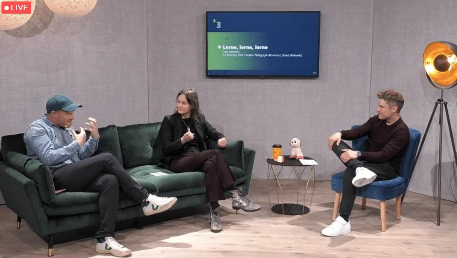 Chris Cuhls und Petra Lammers eröffneten auf der Couch die Corporate Streaming Days 2: Content Edition zum Schwerpunkt Storytelling für Digital-Events.