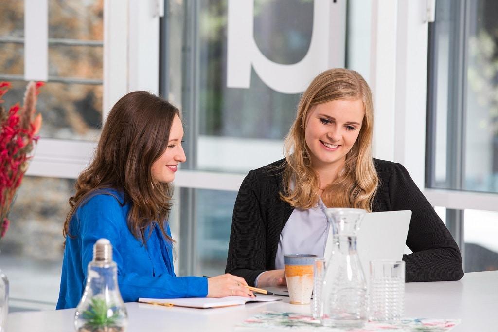 Julia Könnel (l.) und Marisa Rieger sind die beiden Gründerinnen von Eventvoll, der neuen Eventagentur mit Sitz in Stuttgart.