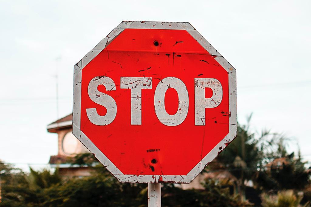 Stop-Schild-Achtung