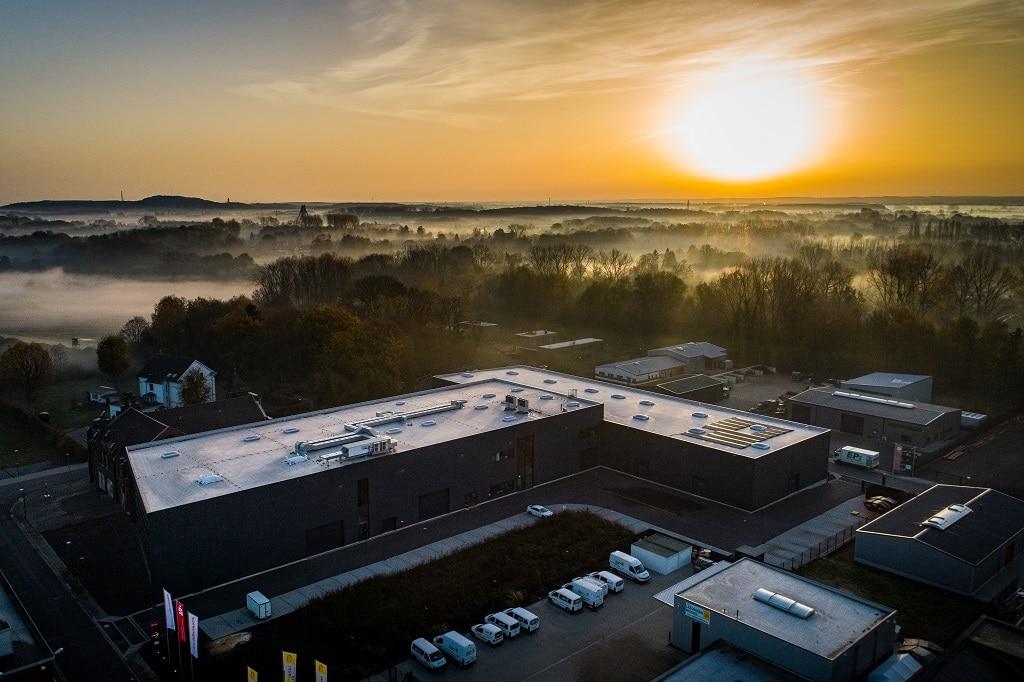 Erlebnisreich Campus von oben: Vorbild-Location hinsichtlich ökologischer Aspekte, u.a. mit Photovoltaikanlage auf dem Dach