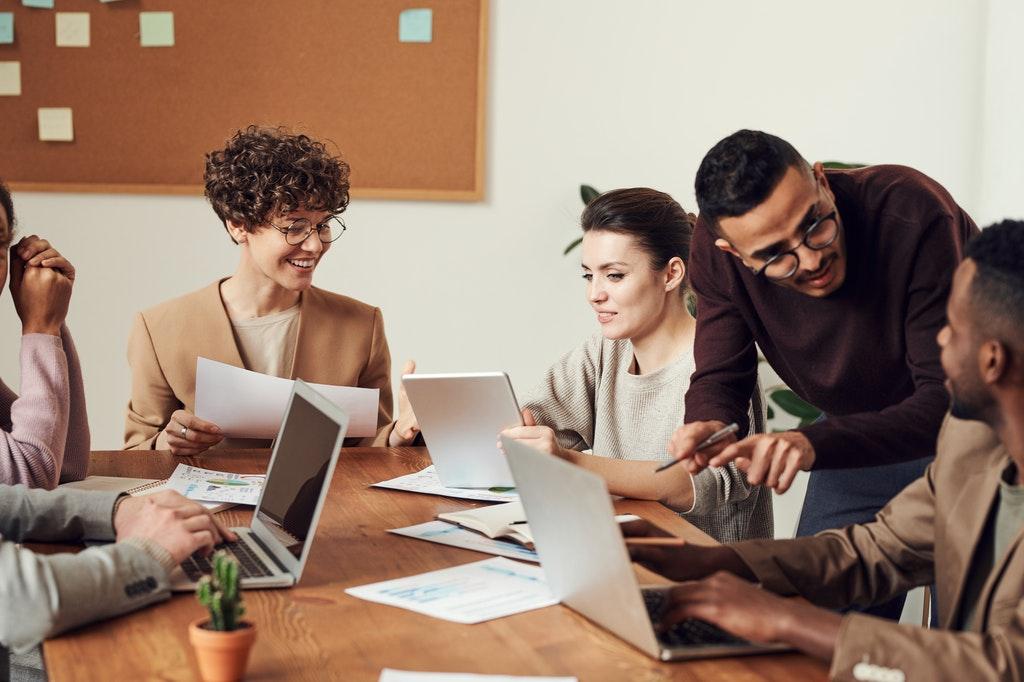 Meeting-Veranstaltung-Event-Treffen-Mitarbeitende-Büro